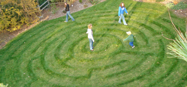 LAwn-Maze-with-kids.jpg